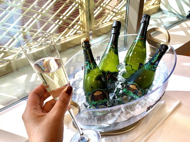 カタルーニャ産スパークリングワイン  カバ「Cava Parxet Brut Reserva」。