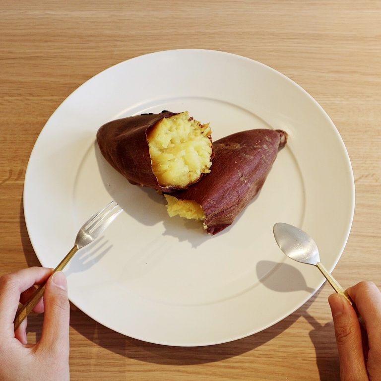 壺焼き芋はホクホクした「むさしこがね」と蜜が出る甘さの「シルクスイート」の2種で各500円。