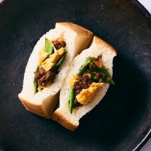 料理家さんたちが提案!ご当地おみやげのアレンジレシピ 「十勝ハーブ牛のコンビーフと卵のサンド」