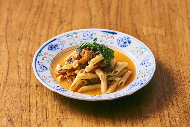 料理家さんたちが提案!ご当地おみやげのアレンジレシピ 「十勝ハーブ牛のコンビーフとフレッシュトマトソースのペンネ」