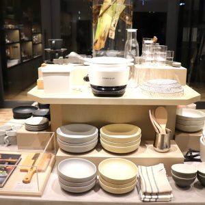 バーミキュラ以外にも、食卓を華やかにするオリジナルグッズたちがたくさんラインナップ。