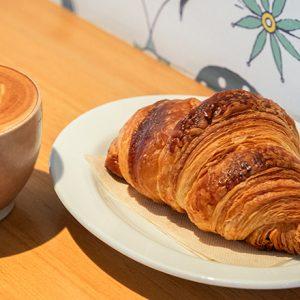 """【八丁堀】""""かわいい""""が詰まったベーカリー・コーヒースタンド〈Cawaii bread & coffee〉へ。"""