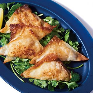 自宅で楽しめるボタニカルジン5選!エスニックおつまみ「揚げ焼きワンタン」の簡単レシピも。