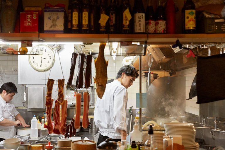 〈グランドハイアット東京〉〈中華香彩JASMINE〉を経て2019年5月にオープン。祖父は日本中国料理協会初代会長。「受け継いだメニューがありつつも、独自の中華を提案」。17種類ある紹興酒の飲み比べもおすすめ。