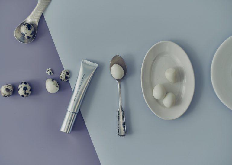「リンクルホワイトエッセンス」シワ改善と美白にアプローチする有効成分Wナイアシンと、その働きをサポートする保湿成分ベースエンハンサーを配合。クリーム状のテクスチャーが肌にのばすとみずみずしく広がり、全顔に使いやすい。[医薬部外品] 30g4,500円(オルビス 0120-010-010)