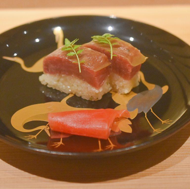 「寿司」。