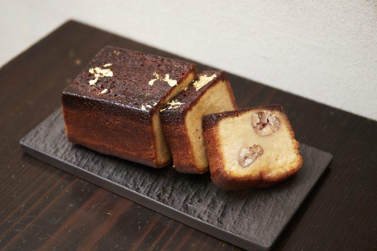 「和栗のテリーヌ」テリーヌ型で焼き上げたケーキ。栗がごろごろ。ハーフサイズ5,400円。