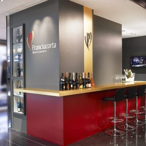 阪急メンズ東京3Fの〈フランチャコルタ バー〉で、買い物途中や会社帰りにシュワッと泡飲み!