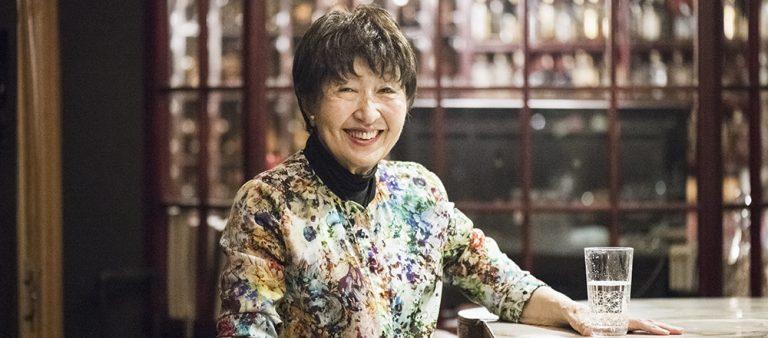〈スナックチロ〉郁子ママが楽しく仕事を続けられる理由。「人生は何が起こるかわからないから面白い!」