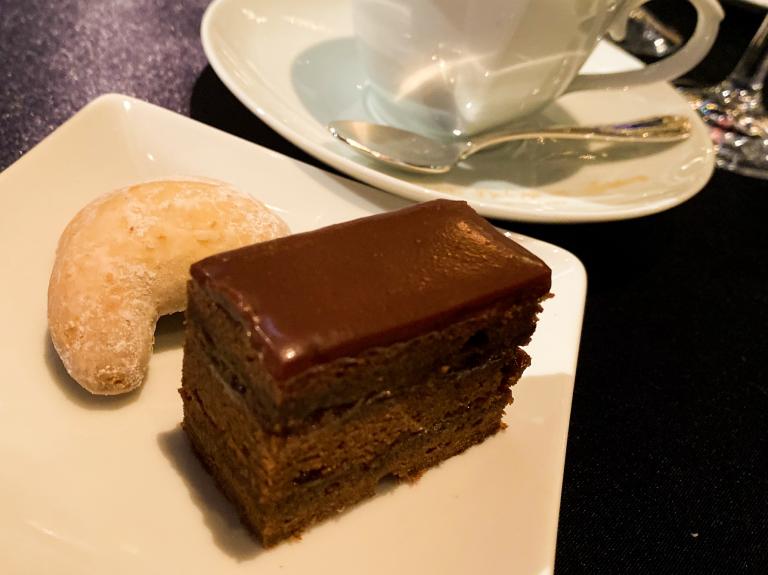 ハプスブルク家のキプフェルン、マリー・アントワネットがフランスに広めたお菓子、ザッハトルテ、皇妃エリザベートらハプスブルク家に愛されたケーキ。