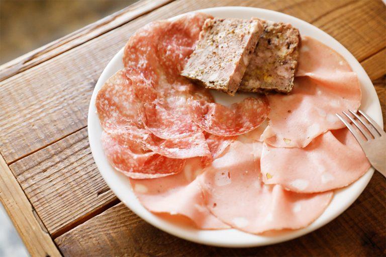 肉盛(3点盛)1,500円。自家製のパテ・ド・カンパーニュ、サラミ、モルタデッラ。
