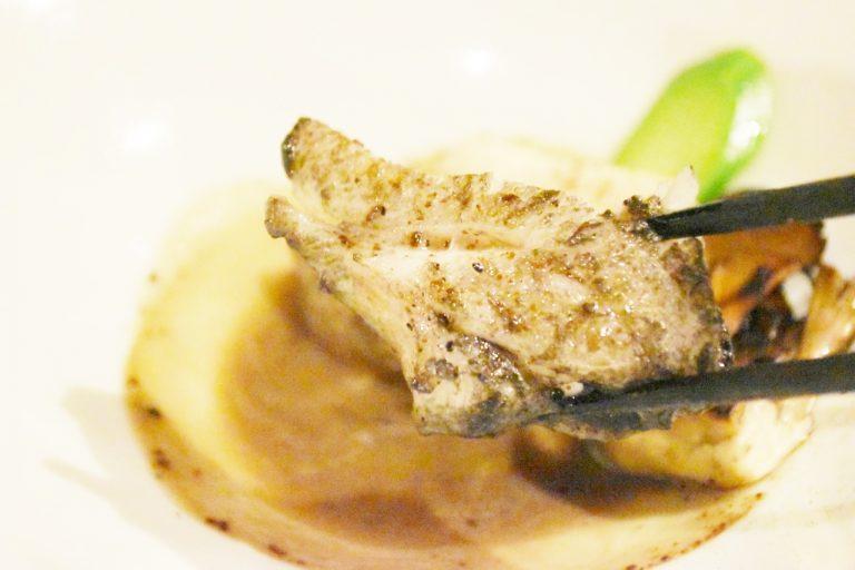 白身魚でありながら脂がのっていて、柔らかくコクがあるのが特徴。