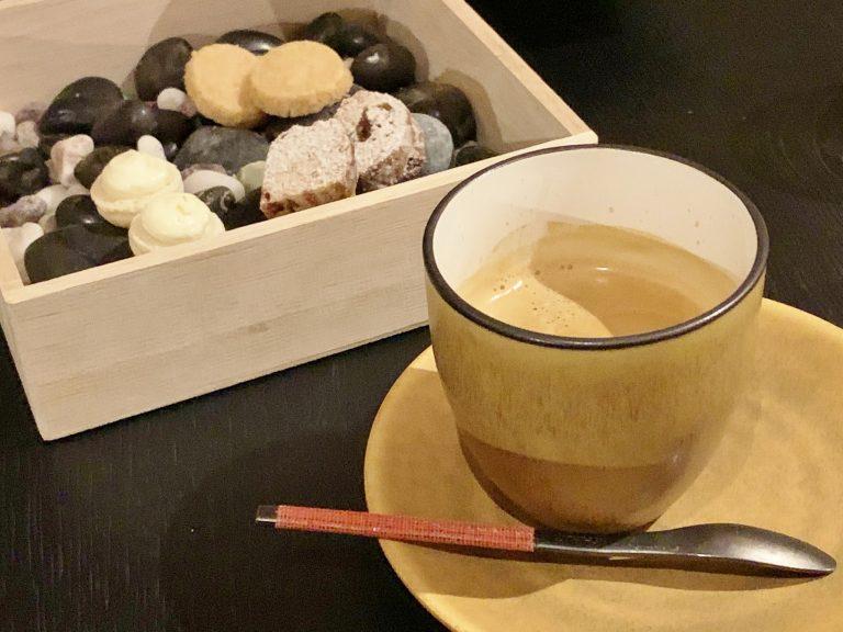 食後のコーヒーを楽しみながら、美味しかった料理の余韻に浸る。