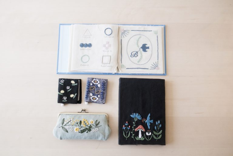 デンマークに留学していたデザイナーが手掛けたオリジナルの刺繍キットも人気。