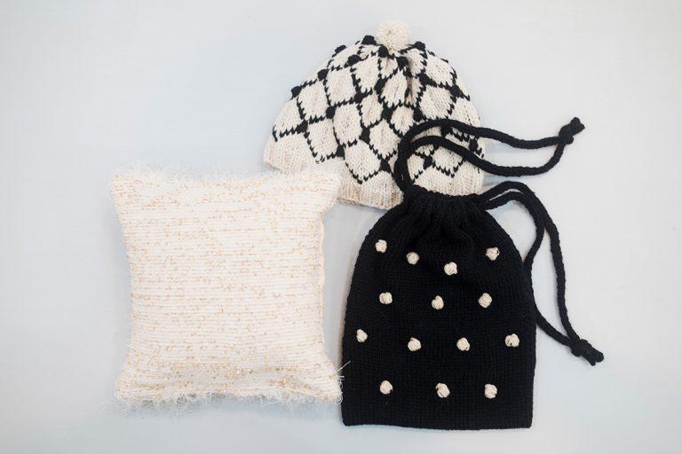 野口さんによる巾着バッグや帽子、iiiiさんによる手織りのクッションのワークショップも。