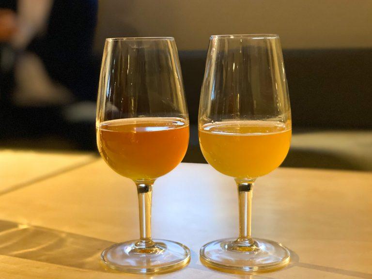 グラス左から「Vier」、「Blancs」。ビールとは思えない芳醇で香り豊かな味わい。