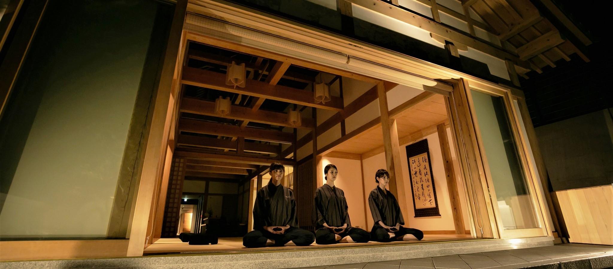 """一度は泊ってみたい、注目の""""宿坊""""はどこ?禅コンシェルジュから心の授業が受けられるお寺まで。"""