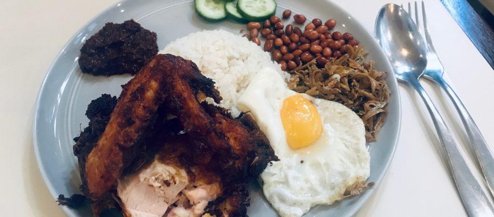 シンガポールの朝食と言えばコレ!在住ライターおすすめの「ナシレマ」2選