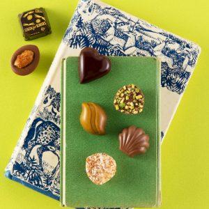 おいしく食べるだけでできる社会貢献って?話題の「フェアトレードチョコ」ブランド4選