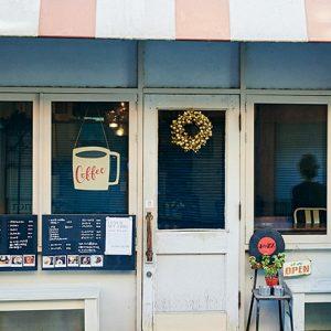 「人付き合いに疲れたらうちに寄ってほしい」。静かにゆっくりと過ごす空間を提供してくれるジャズ喫茶〈ロンパーチッチ〉。