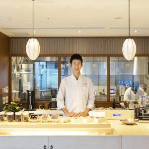 村田友希(むらた・ゆうき)/京都の洋菓子店に勤務後、水野直己氏に師事。2014年よりフランス、ルクセンブルクのパティスリーで伝統菓子を学ぶ。帰国後、同店シェフに就任。