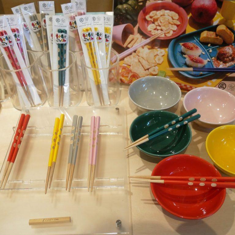 「もぐもぐごっくん箸」5色展開・各1,500円。