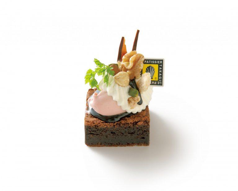 〈LE PATISSIER TAKAGI本店〉の「限定ショコラナッツケーキ」