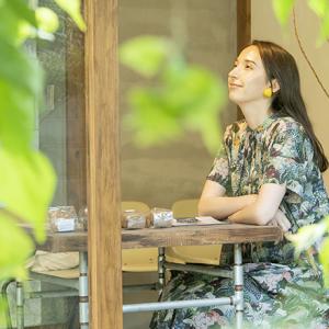 自然いっぱいの古民家カフェへ。太宰府〈MIDLE.〉で過ごすゆったり時間。/Alice in Cafeland