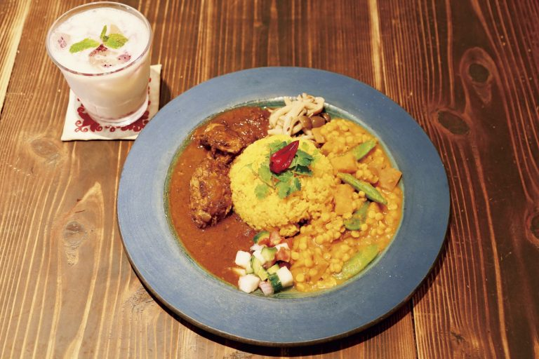〈SPICE CURRY PALMYRA〉/中央