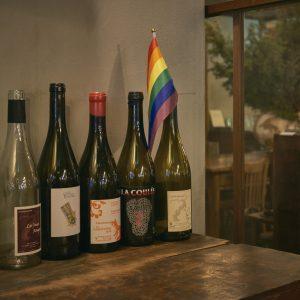 ワインは赤白以外にスパークリングやオレンジもそろう。