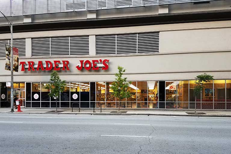 696-chicago-river-north-storefront