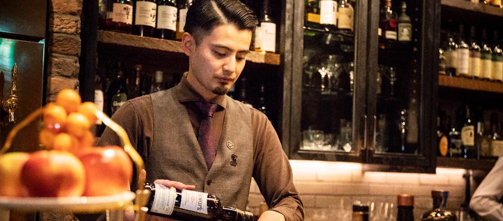 児島麻理子の「TOKYO、会いに行きたいバーテンダー」第6回:上野〈COCKTAIL WORKS〉の峰岸 翔弥さん