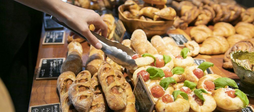 人気の明太フランスはレジで注文を。