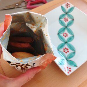 袋をあけると、赤味噌とお出汁の良い香りが!具もゴロゴロ入っています。