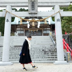 立派な鳥居に吸い寄せられて。唐津〈鏡山神社〉で、自然たっぷりのエネルギーを浴びる。