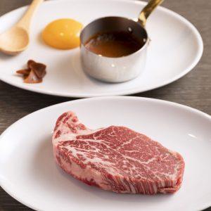「ガリバタヒレ」1,880円。柔らかい雌牛の厚切りヒレ肉をガーリックバター醤油で。
