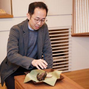 〈香雅堂〉店主の山田悠介さん。