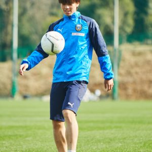 軽快なリフティングを見せてくれた田中選手。無邪気に楽しむ姿はまさにサッカー小像!
