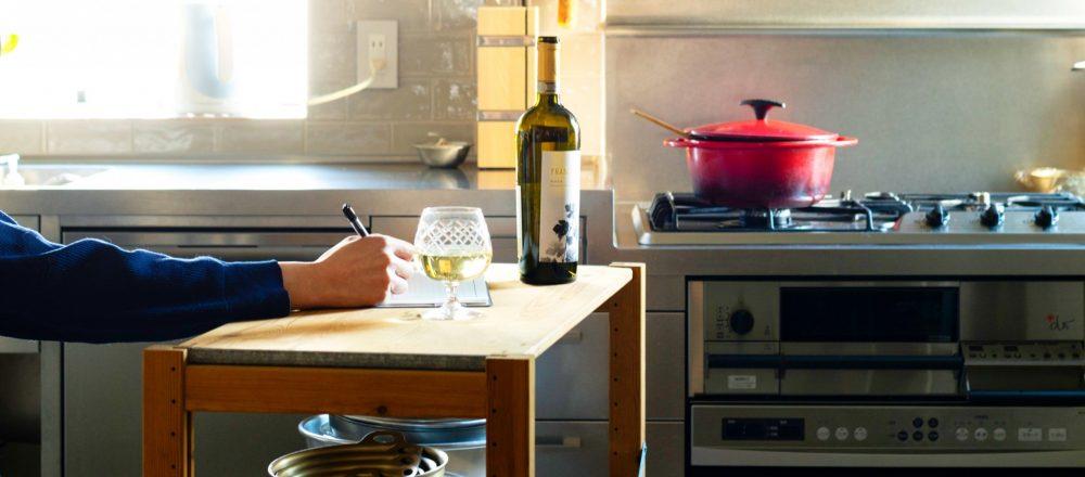 """編集者・ツレヅレハナコさんに聞く""""おこもり術""""。「寝る以外のほとんどは台所で過ごす」彼女の自宅のこだわりとは?"""
