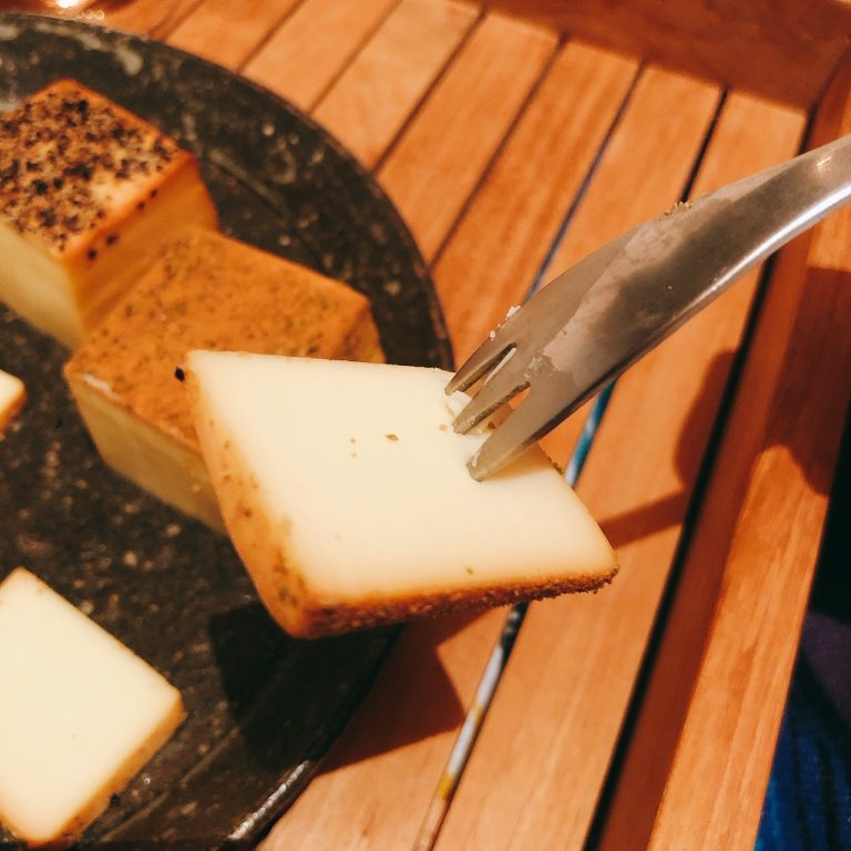 〈煙神〉の「スモークチーズ」