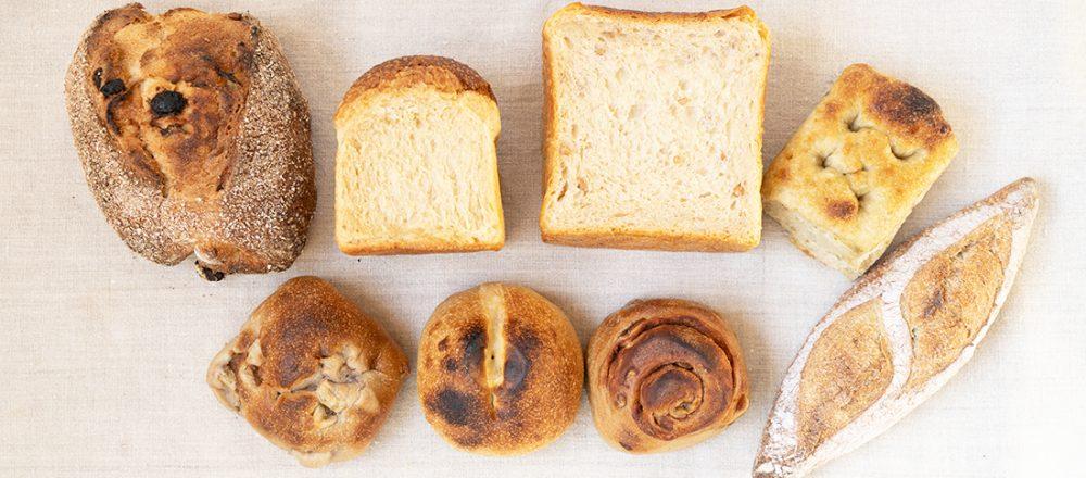 沖縄の名ベーカリー〈宗像堂〉の「おまかせ便」天然酵母パンで、朝のおうち時間をスタート。