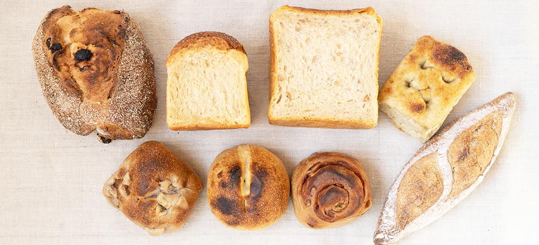 朝のおうち時間は〈宗像堂〉の「おまかせ便」天然酵母パンでスタート。