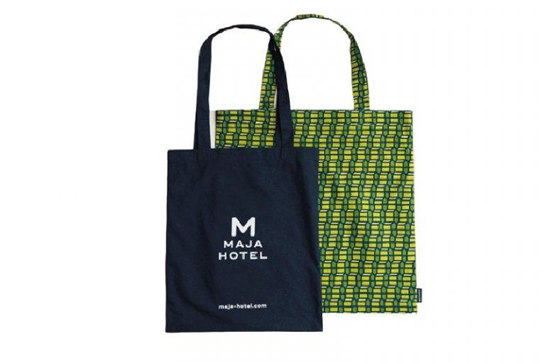 〈マリメッコ〉制作のトートバッグ(右)4,500円。