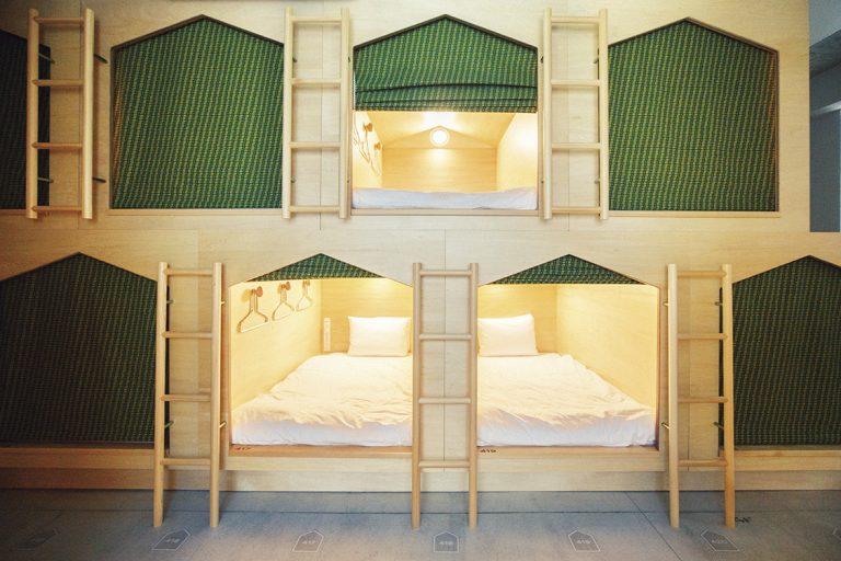 """小さめサイズの""""hut""""が並ぶ4階は女性専用フロア。ロッカールームとシャワールームも同じフロアにある。"""