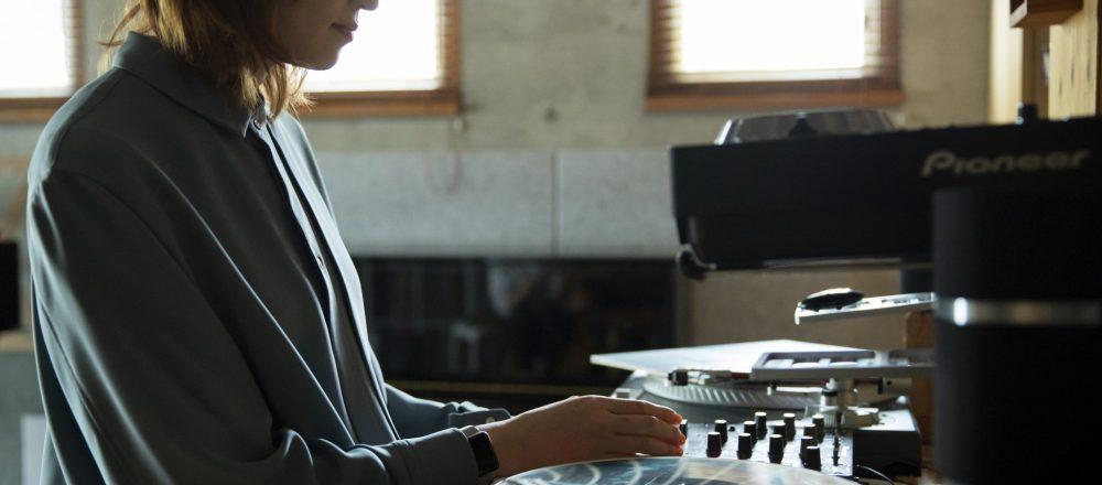 """まさに秘密基地。ミュージシャン・沙田瑞紀さんがつくる、仕事にも打ち込める""""おうち時間""""。"""