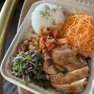 「照り焼きチキン定食」1,080円。※サラダ付き