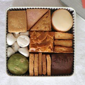 レトロなクッキー缶にぎっしりと。〈Afterhours〉のクッキーの詰め合わせをお取り寄せ。