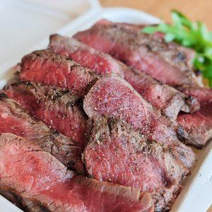 「牛赤身肉の炭焼きステーキ〜EIMZポテトフライ付き〜」2,000円