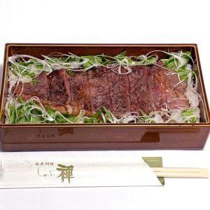 「霜降り国産牛ステーキ重」1,500円。