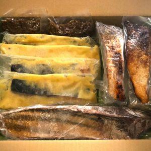「カツオ燻し1節、鮭燻し2切れ、雑魚の有馬煮2 パック、さわら西京漬け4切れ」4種類9セット10,800円(税込)。単品販売、配送可能。